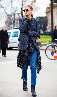 street style: flannel around the waist  | Get more style tips at 40plusstyle.com