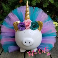 A must have for all unicorn owners! This piggy is wearing a light Pink, lig Unicorn Room Decor, Unicorn Rooms, Unicorn Bedroom, Unicorn Themed Room, Unicorn Birthday Parties, Unicorn Party, Baby Birthday, Color Rosa Claro, Diy And Crafts