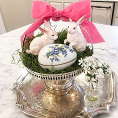 Easter is one of my favorite holidays, and it also provides a fun opportunity to decorate. Pretty pastels, adorable bunnies and sheep, spring flowers, and bountiful baskets full of yummy candy& Easter Table, Easter Eggs, Easter Dinner, Easter Bunny, Easter Arts And Crafts, Bountiful Baskets, Happy March, Elegant Table Settings, Diy Easter Decorations