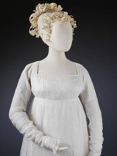 Gown Place of origin: England (made) Bengal (fabric, made) Date: ca. 1800 (made) Materials and Techniques: Muslin embroidered with cotton thread Museum number: 1800s Fashion, Vintage Fashion, Vintage Gowns, Vintage Outfits, Regency Dress, Regency Era, Empire Style, Historical Clothing, Jane Austen