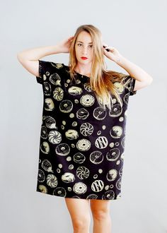 Golden DONUT <<<<< No, your eyes do not deceive you. Yes, this is a big tee covered in golden donuts. Yes, it is amazing. Somebody gimme this ASAP!