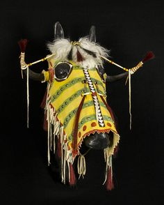 Split Horn Horse Headdress by John MacLeod, Created to make a warrior's horse look fearsome to his enemies & to bring power & good fortune to both horse & rider. Native American Masks, Native American Dress, Native American Regalia, Native American Artifacts, Native American Beadwork, Native American Fashion, American Clothing, Native Indian, Native Art