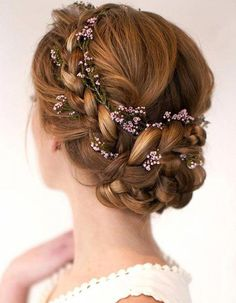 19 stylish wedding hairstyles to brighten up your big day! 19 stylish wedding hairstyles to brighten up your big day! 19 stylish wedding hairstyles to brighten up your big day! Wedding Braids, Short Wedding Hair, Wedding Hair Flowers, Flowers In Hair, Trendy Wedding, Timeless Wedding, Wedding Simple, Bridal Braids, Short Prom
