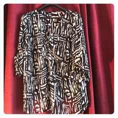 avenue top ! Great looking on  This is a beautiful top black and white v neck in excellent condition 100 percent poly great itemize when on looks great runs long and has a great fit like new final price  Avenue Tops Blouses