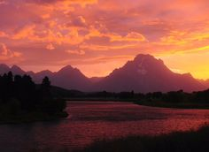 #Sunsets @GrandTetonNPS will leave you speechless. Pic by Michel Hersen #Wyoming via US Dept of Interior Twitter