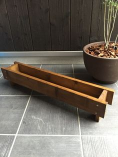 Wooden Crates, Wooden Diy, Wooden Boxes, Indoor Garden, Indoor Plants, Home And Garden, Wooden Planters, Planter Boxes, Cemetery Decorations