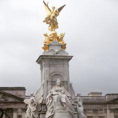 El Victoria Memorial monumento a la Reina Victoria enfrente del Buckingham Palace. #VictoriaMemorial #QueenVictoriaMemorial #victoriamemorialfountain #victoriamemorialstatue #buckingham #buckinghampalace  #London #londres #Londres2013 #londoncity by ines_rod