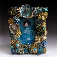 """Turquoise and Gold Jeweled Picture Frame """"The Dragonfly and The Lizard"""" Handcrafted of Vintage Jewelry Vintage Jewelry Crafts, Recycled Jewelry, Vintage Costume Jewelry, Vintage Costumes, Jewelry Art, Jewelry Ideas, Metal Flowers, Picture Frames, Jewels"""