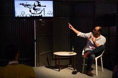 """O designer especializado em marketing Luciano Tardin mostrou trabalhos de artistas consagrados durante a sua palestra na #ida sobre """"a fronteira entre o design e a arte"""". Grafitti, artes plásticas, sistema e mercado de arte também foram assuntos discutidos na #ida #designart"""
