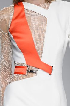 Atelier Versace Spring 2016 Runway Pictures - Atelier Versace at Couture Spring 2016 – Details Runway Photos - Uni Fashion, Fashion Sewing, Look Fashion, Fashion Details, Runway Fashion, High Fashion, Womens Fashion, Atelier Versace, Edm Outfits