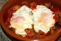 Cómo preparar una samfaina. Huevos fritos con samfaina