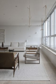Pelusi Residence in Saõ Paulo by Carolina Maluhy | Yellowtrace Peaceful Home, Penthouse Apartment, Pent House, Contemporary Interior, White Paints, Vintage Furniture, Interior Inspiration, Architecture Design, Interior Design
