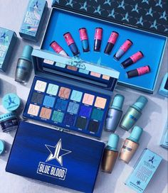 About Jeffree Star Blue Blood Master Collection Jeffree's Blue Blood Collection is bigger, frostier, and bluer than anything he's ever dropped. The Master Collection delivers the full Blue Blood Collection Makeup Brands, Best Makeup Products, Jeffree Star Tattoos, Makeup Package, Makeup Pallets, Velour Liquid Lipstick, Star Makeup, Jewelry Mirror, Makeup Guide