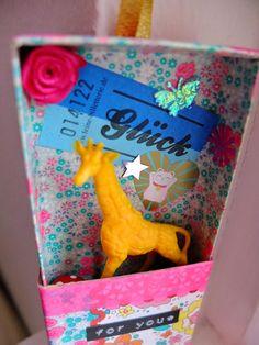 LUCK in a box http://jansschwester.blogspot.de/2014/11/uberraschungs-schachtelchen.html
