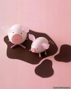 This mama and her round little piglet are pretty in pink touches, fresh out of the carton -- but not for long! They're headed to a cool puddle of construction-paper mud as fast as their pipe-cleaner legs will carry them.