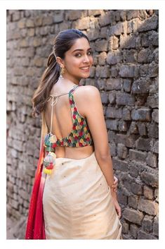 backless blouse designs open backs - Blouse designs Stylish Blouse Design, Fancy Blouse Designs, Bridal Blouse Designs, Blouse Neck Designs, Blouse Patterns, Sari Design, Salwar Designs, Sari Blouse, Sleeveless Blouse