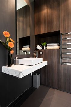 Sleek modern bathroom with floating marble vanity Expressing Views by Urbane Projects Bad Inspiration, Decoration Inspiration, Bathroom Inspiration, Interior Inspiration, Bathroom Interior Design, Home Interior, Beautiful Bathrooms, Modern Bathroom, Modern Faucets