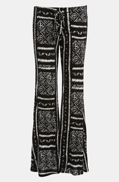 What hairstyle would you wear with these Piper Print Pants? We are thinking a messy bun or messy waves... totes