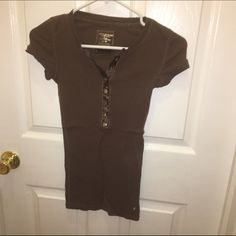 Brown top  Brown American Eagle top in XS. If you have any questions please feel free to ask ❣ American Eagle Outfitters Tops