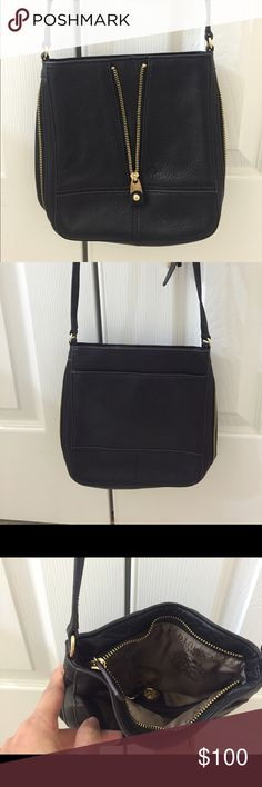 Brand new Black leader Vince Camuto purse Black leader Vince Camuto brand new purse . The leader is very good . It is soft leader. Cross shudder purse . The strap can be adjustable . Vince Camuto Bags Crossbody Bags