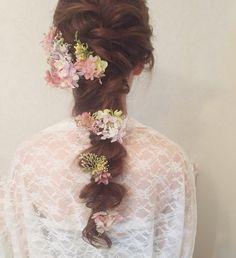 ナチュラルウェディングにぴったりの大人っぽいダウン編み込みヘア | marry[マリー]