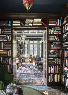 Library - Robert Duffy Ferncliff Estate via Elle Decor. World Of Interiors, Deco Bobo, Chinoiserie Wallpaper, Dream Library, Home Libraries, Step Inside, Plywood Furniture, Furniture Ideas, Elle Decor