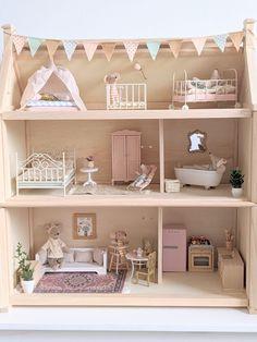 Ikea Dollhouse, Wooden Dollhouse, Victorian Dollhouse, Dollhouse Furniture, Victorian Dolls, Kids Doll House, Doll House Plans, Doll House Crafts, Baby Doll Accessories