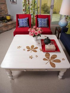 There's+almost+nothing+paint+can't+fix.++Floral+patterns+were+blocked+out+over+the+original+wood+finish+while+the+whole+table+was+painted+white.++The+results+are+earthy-looking+flowers+on+a+crisp+white+palette.+