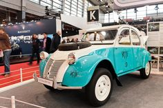 #Citroën #2CV #Sahara au salon Retromobile à #Paris Reportage complet : http://newsdanciennes.com/2016/02/08/grand-format-retromobile-2016/ #Vintage #VintageCar