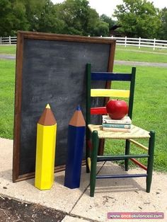 Super Fun Back to School Decor Ideas for Classroom – Back to School Crafts – Grandcrafter – DIY Christmas Ideas ♥ Homes Decoration Ideas First Day Of School Pictures, 1st Day Of School, School Photos, Back To School Party, Back To School Crafts, School Parties, School Decorations, School Themes, Preschool Photography