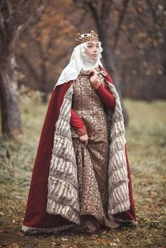 """Apr 2020 - """"This is a fantastic recreation of a lady's wardrobe c. gown, surcoat, fur-lined cloak, wimple & veil. The weight and colours of fabrics are spot on. Medieval Dress, Medieval Fashion, Medieval Clothing, Renaissance Costume, Medieval Costume, Historical Costume, Historical Clothing, Historical Photos, Fantasy Costumes"""