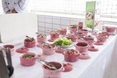 Imagem de http://meudiad.com.br/wp-content/uploads/2013/09/Meu-Dia-D-Ch%C3%A1-Panela-tema-Cupcake-Fotos-Daniel-Siqueira-35.jpg.