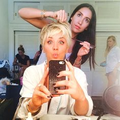 caley cuoco short hair on jimmy kimmell | Kaley Cuoco-Sweeting Lightens Up, Debuts Platinum Pixie—See the Pic ...