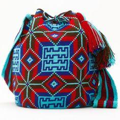 Удобная вместительная сумка — «ведро» издавна использовалась индейцами Южной Америки. Колумбийские женщины плели такие сумки для своих мужчин. С ними ходили на работу, носили в заплечном мешке еду …