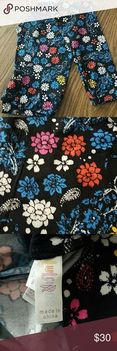 Brand new without tags LULAROE TC LEGGINGS Black background with colorful flowers. Never even tried on. Size is tc. These are brand new but they do not have the tags. LuLaRoe Pants Leggings