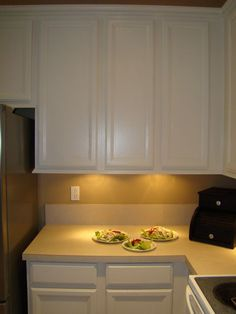 DIY Under Cabinet Lights. Always wanting better kitchen lighting? Try out this method. Diy Kitchen Cabinets, Painting Kitchen Cabinets, Kitchen Redo, New Kitchen, Kitchen Remodel, Kitchen Design, Kitchen Ideas, Cocinas Kitchen, Updated Kitchen