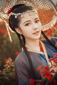Antique photography autumn flower v. photographer next door big Wang Beautiful Chinese Women, Beautiful Asian Girls, Pretty Asian Girl, Ancient Beauty, China Girl, Hanfu, Japanese Girl, Pretty Face, Asian Woman