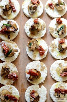 Tartine cu ciuperci si rosii uscate