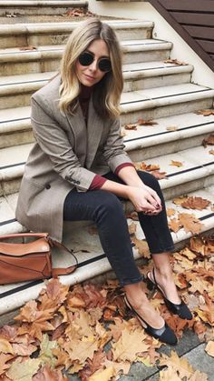 Trendy double breasted classic blazer over casual top and jeans for fall. Blazer Outfits, Blazer Fashion, Casual Outfits, Fashion Outfits, Fast Fashion, Fashion Looks, Womens Fashion, Mode Outfits, Winter Outfits