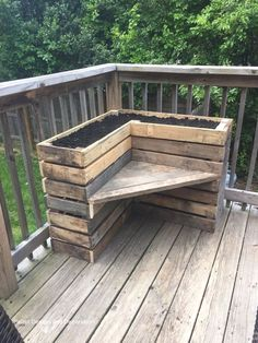 41 Best DIY Pallet Projects and Pallet Furniture Ideas « knoc knock Garden Furniture Inspiration, Pallet Furniture Designs, Pallet Garden Furniture, Pallets Garden, Furniture Projects, Outdoor Furniture Sets, Outdoor Decor, Wood Pallets, Furniture Makeover