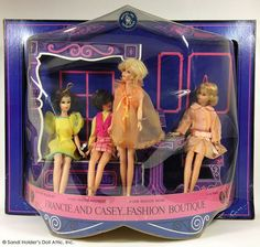 96035a8cf0f659df4b5a6a65d5fbdd60--store-displays-barbie-dolls.jpg (736×699)