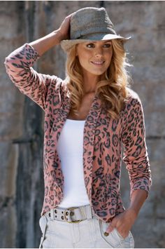 Love it! The fedora and the leopard cardigan! I need more leopard in my life :)