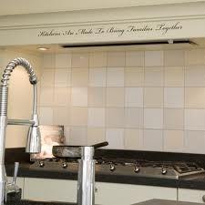 Witte keukens  Witte landelijke keuken met ontbijtbar en veel ...