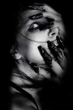 Photography Girl Dark Scary 48 Trendy Ideas - How to Take a Photo What are the T. Creepy Photography, Dark Art Photography, Horror Photography, Black And White Photography, Portrait Photography, Photography Terms, Emotional Photography, Flash Photography, Iphone Photography