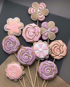 #colorcookie #cookie #cookies #flowers #flowersmood #foodart #cookie #cookies #cookieart #cookietime #cookiesart #cookielover #cookielove #cookiedecorating #love #lovecookie #lovecake