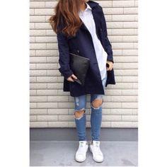 今日のピックアップ #fashionista はminamiさん✨ ネイビーのトレンチと丈の長めのシャツが相性good #shirts #DAYS #bottoms #DAYS #trenchcoat #DAYS #shoees #adidas #selectshopDAYS #adidas #stansmith #mypic #girl #love #highlyapp made with @highly_official