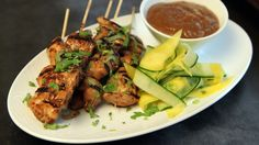 Kyllingsatay med peanøttsaus Chicken Satay, Tandoori Chicken, Tapas, Different Recipes, Chicken Recipes, Dinner Recipes, Good Food, Food And Drink, Cooking Recipes