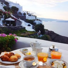 Breakfast with a view! Waking up in the morning never gets easier than this.