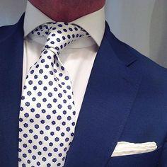 "@thesnobreport wearing our ""White Floral"" silk tie & handrolled ""White linen"" pocket square... www.violamilano.com #vm #violamilano #handmade #madeinitaly #luxury #sartorial #timeless #elegance #classygents #menswear #snobreport"