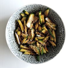 Recept: Oosters Gemarineerde Komkommer on http://writtenbynick.nl/recept-oosters-gemarineerde-komkommer/